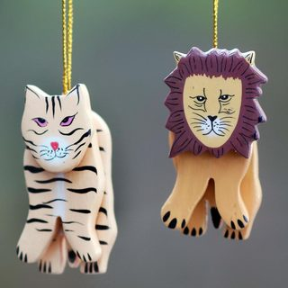 Set of 2 Handcrafted Albesia Wood 'Tiger and Lion' Ornaments (Indonesia) 22655861