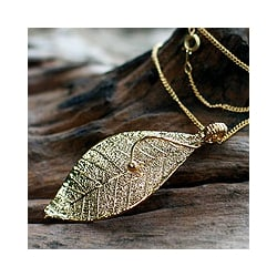 Natural Leaf Goldplated 'Forest Solo' Necklace (Thailand)
