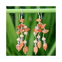 'Tangerine Ice' Freshwater Pearl Carnelian Earrings (4 mm) (Thailand)