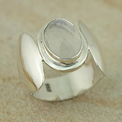 Sterling Silver Faceted Oval Rainbow Moonstone Ring (Indonesia) rainbow moonstone jewelry