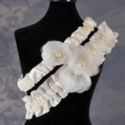 Ivory Delicate Flower Wedding Garter