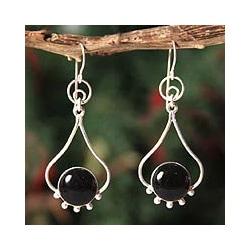 Handmade Sterling Silver 'Andean Moon' Onyx Dangle Earrings (Peru) 9058981