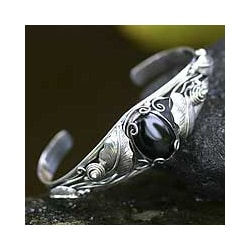 Sterling Silver 'Black Lily' Onyx Bracelet (Indonesia)