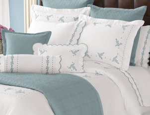 How to Choose Accent Pillows For The Bedroom