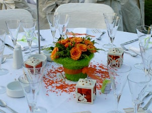How to Buy Reception Decorations on a Budget