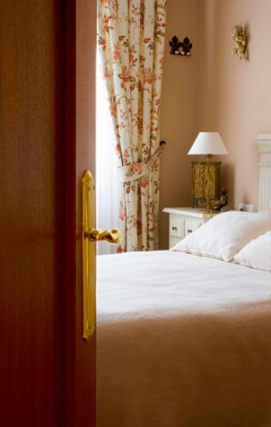 How to Pick a Bedroom Door