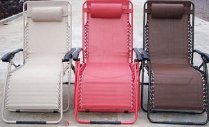 How to Clean Vinyl Lawn Furniture