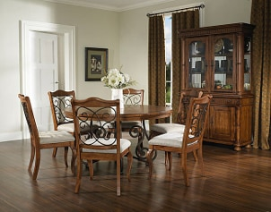 How to Set Up an China Cabinet