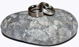 Tips on Buying Women's Titanium Wedding Bands