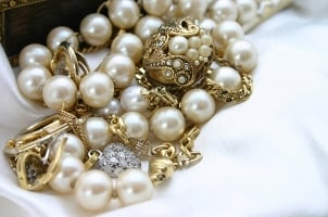 Pearl Jewelry Buying Guide