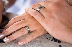 10 Quick Tips on Choosing a Wedding Band
