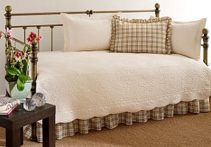 Everything You Need to Know about Daybed Bedding