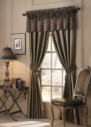Best Valances for Living Room Windows