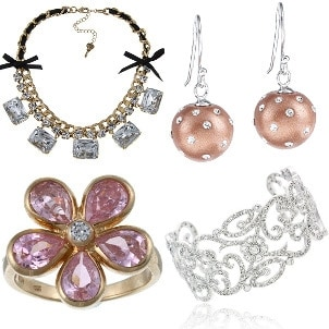 How to Accessorize a Prom Dress with Costume Jewelry