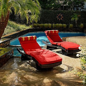 Top 5 Pieces of Poolside Furniture